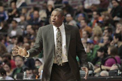 En la imagen el entrenador Doc Rivers. EFE /EPA /JEFF KOWALSKY /Archivo