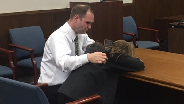 Maestra tenía sexo con alumno y acabó interrumpida por el director