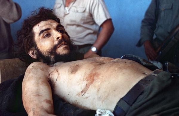 """""""Teníamos que fusilarlo, si lo poníamos preso no íbamos a poder soportar la presión internacional"""", se sinceró un general boliviano con el periodista Savio (AFP PHOTO / MARC HUTTEN)"""