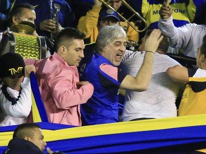 Rafael Di Zeo y Mauro Martín, en la popular de Boca, hace casi tres años (FOTO NA)