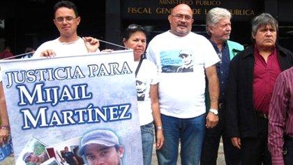 Familiares de Víctor Martínez