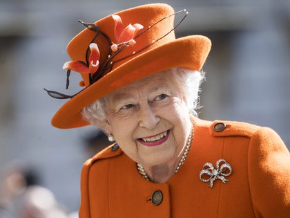 Elizabeth II encourages people to get vaccinated and think about others