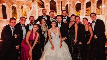 La boda se llevó a cabo sin protocolos de sana distancia ni uso de cubrebocas Foto: (Instagram mandotorrea)