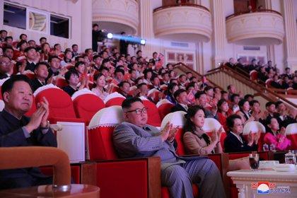 En el teatro, la última aparición pública de la esposa del dictador