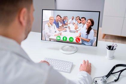 Por miedo al contagio, muchos pacientes con otras enfermedades decidieron suspender sus consultas médicas y tratamientos (Shutterstock)
