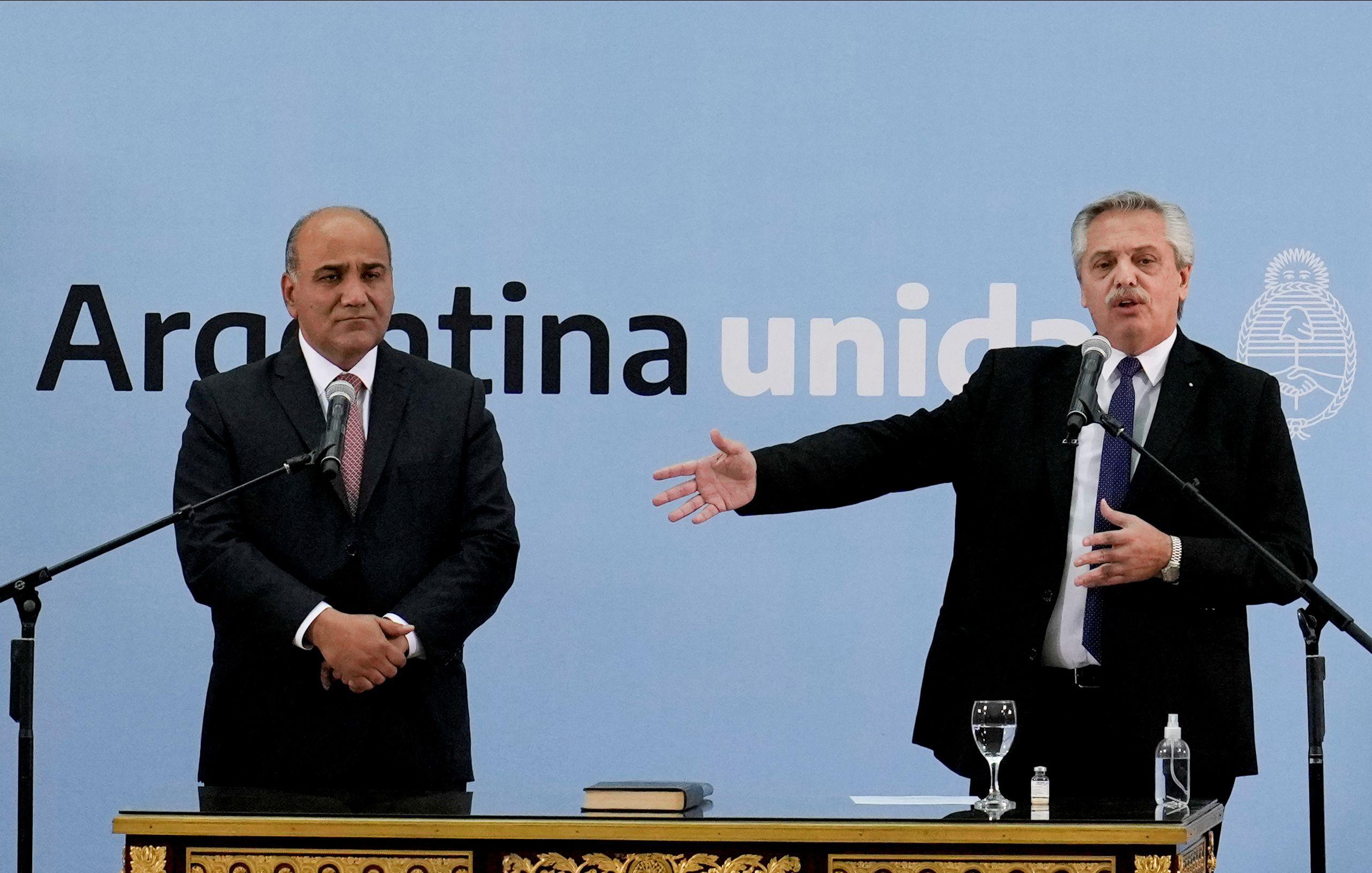 El jefe de Gabinete, Juan Manzur, y el presidente Alberto Fernández. (foto Reuters)