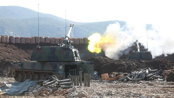 Artillería turca disparando contra Kobani (Anadolu)