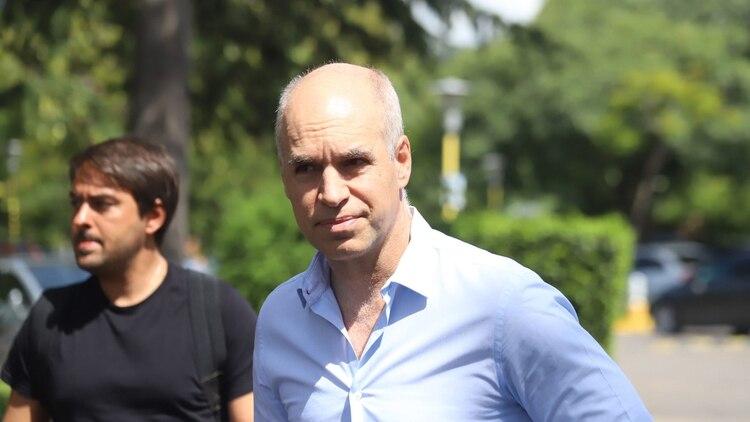 Horacio Rodríguez Larreta, jefe de gobierno porteño, antes de ingresar a la Cumbre de Juntos por el Cambio