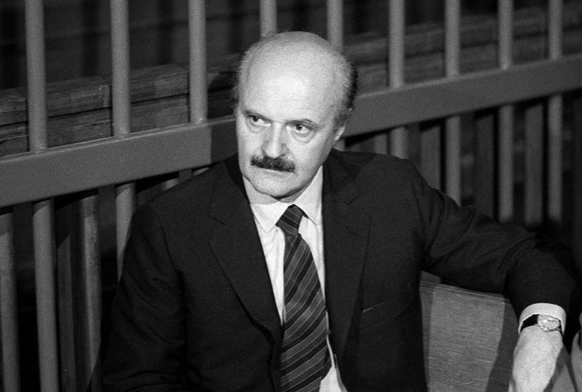 """Roberto Calvi, el """"banquero de Dios"""". Fue hallado muerto colgando de un puente en el distrito financiero de Londres en junio de 1982"""