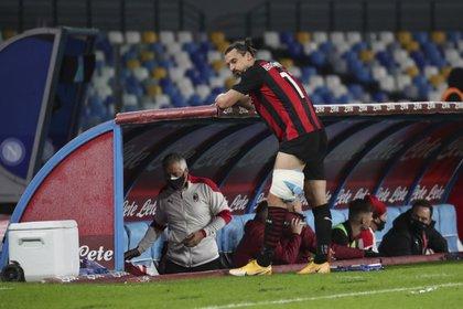 Zlatan Ibrahimovic será baja por varias semanas tras lesión ante el Napoli