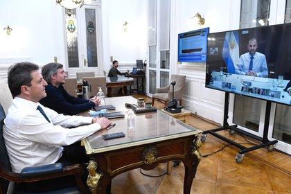 """Esta semana se aprobarà la modificación de Ganancias que desde Diputados impulsaron Massa y Màximo Kirchner, en la foto en reuniòn """"virtual"""" con el ministro Guzmàn"""