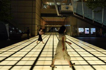 Mujeres caminando en el distrito de negocios de Tokio. (Noriko Hayashi/The New York Times)