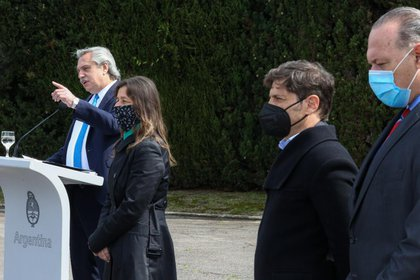 Alberto Fernández junto a Sabina Frederic, Axel Kicillof y Sergio Berni
