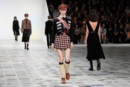 El estilo college de Dior para esta colección de otoño invierno 2020 en París Fashion Week (Reuters)