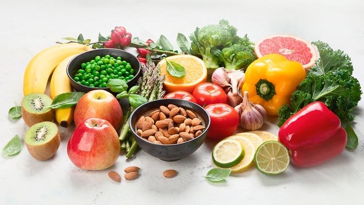Las células inmunes tienen una gran necesidad de vitamina C cuando trabajan arduamente para combatir las infecciones (Shutterstock)