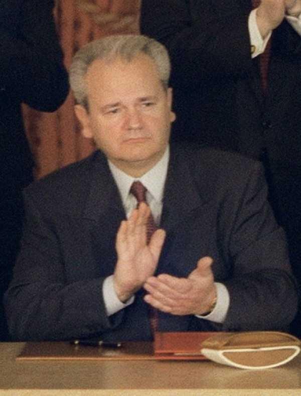 Milosevic murió en 2006, antes de recibir su condena por genocidio