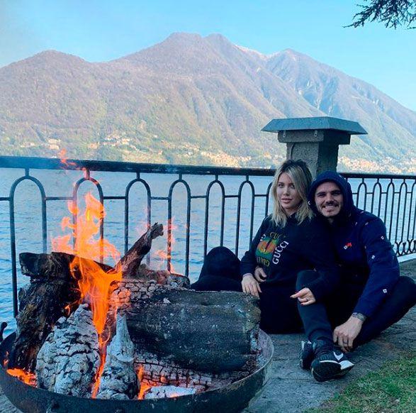 Wanda Nara y Mauro Icardi, en el jardín de su casa sobre el lago