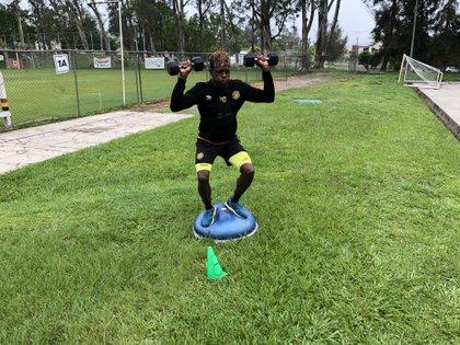 Yilton Díaz salió de Colombia, su país natal, para buscar una oportunidad en el fútbol mexicano (Foto: Cortesía/ Leones Negros)