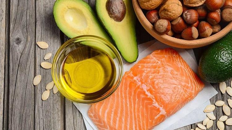 Los hábitos saludables incluyen limitar el consumo diario de sal e incorporar frutas, verduras, cereales, carnes magras y pescado (Foto: UNAM)