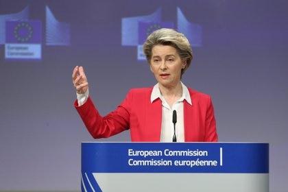 """Ursula Von der Leyen: """"La UE invirtió millones y las farmacéuticas deben cumplir"""" (EFE/EPA/FRANCOIS WALSCHAERTS/Archivo)"""