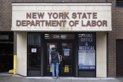 Oficina de desempleo en Estados Unidos. EFE/Justin Lane/Archivo