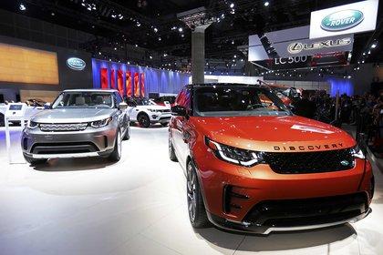 El Land Rover Discovery 2017 se muestra en el Salón del Automóvil de Los Ángeles 2016 en Los Ángeles, California, EEUU, el 16 de noviembre de 2016 (Reuters/ Mike Blake)