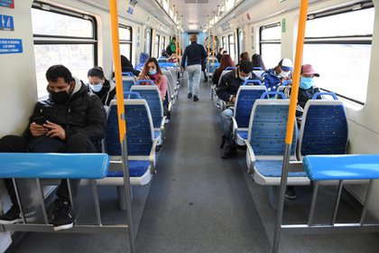 It is essential to travel with the circulation permit to use public transport