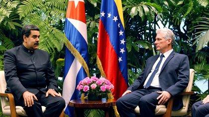 El dictador Nicolás Maduro con su par cubano, Miguel Díaz-Canel, durante una visita a La Habana(Reuters)