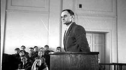 El proceso fue una farsa (el juez fue juzgado por ello a principios del nuevo milenio). El principal impulsor de la acusación fue Josef Cyrankiewicz, sobreviviente de Auschwitz y luego presidente y jefe de estado polaco entre 1947 y 1972. La condena a muerte estaba firmada desde antes de la primera audiencia (Wikipedia)