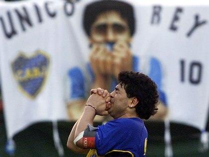 Maradona volverá a la Bombonera y pisará el campo de juego por primera vez como entrenador de un equipo rival (REUTERS)
