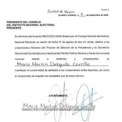INE mostró el documento que firmaron los candidatos a la dirigencia de Morena en donde avalaron los lineamientos de la encuesta (Foto: Twitter@INEMexico
