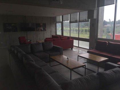 La sala de estar, espacio común y de reunión para los integrantes del plantel