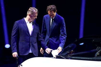 La última aparición pública de Elkann: el 9 de septiembre, en la presentación del Maserati MC20. En la foto, con el CEO de FCA, Mike Manley. (Reuters)