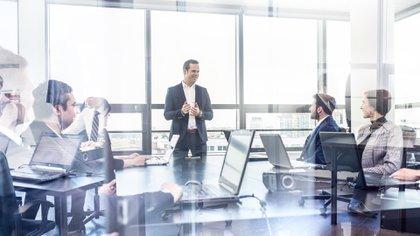 El estatuto de cada empresa precisará el término por el que es elegido cada director, el que no puede exceder de tres ejercicios. Pero permanecerá en su cargo hasta ser reemplazado (Shutterstock)