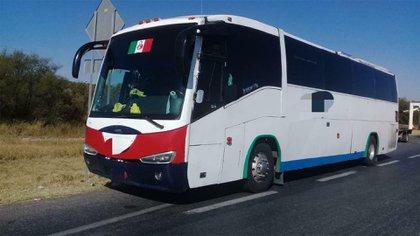 En este autobús viajaban 70 personas de origen guatemalteco rumbo a Tijuana  (Foto: FGR)