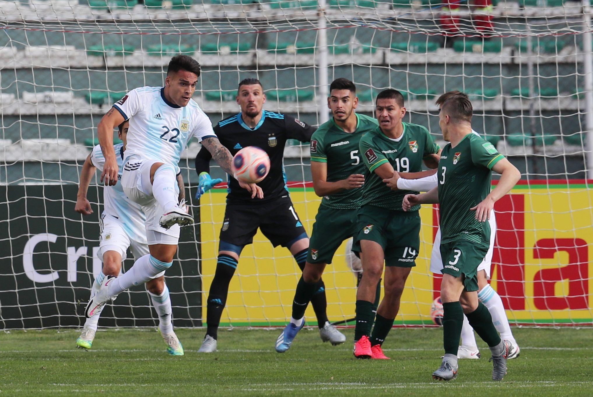 En los primeros minutos, la Selección mostró dominio en ataque pero no llegó a concretar jugadas claras de peligro