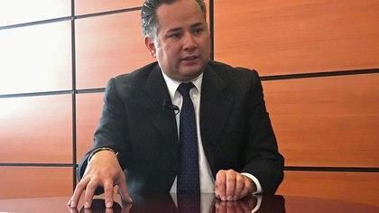 Imagen de archivo. Santiago Nieto, jefe de la Unidad de Inteligencia Financiera de la Secretaría de Hacienda, habla durante una entrevista con Reuters en Ciudad de México, México. 14 de septiembre de 2018.  REUTERS/Alberto Fajardo/File Photo