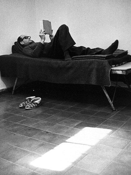 Adolf Eichmann en la prisión en Israel donde esperó el juicio, luego de que un comando del Mossad lo atrapara en la Argentina (Shutterstock)