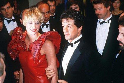 Sylvester Stallone y Briggite Nielsen. Este matrimonio fue breve y turbulento. Sly se convirtió en carne de tabloide. Las tapas de las revistas de la farándula se multiplicaron. La ruptura, como no podía ser de otro modo, también fue resonante (Shutterstock)