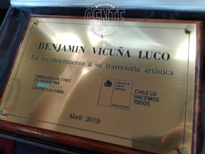 El reconocimiento que recibió el artista chileno por su trayectoria artística en la Argentina.