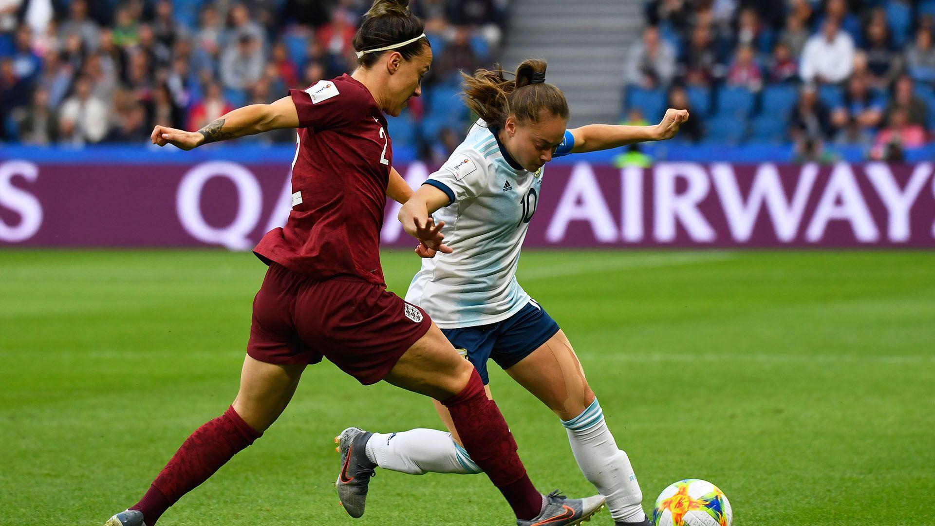 Banini, la capitana de la selección argentina. en acción frente a Inglaterra (Damien MEYER / AFP)