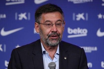 Josep María Bartomeu y la comisión directiva del Barcelona pretenden rebajar los salarios de los futbolistas (REUTERS/Albert Gea)