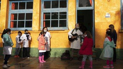 El retorno a las clases es paulatino en Uruguay (AP Photo/Matilde Campodonico)