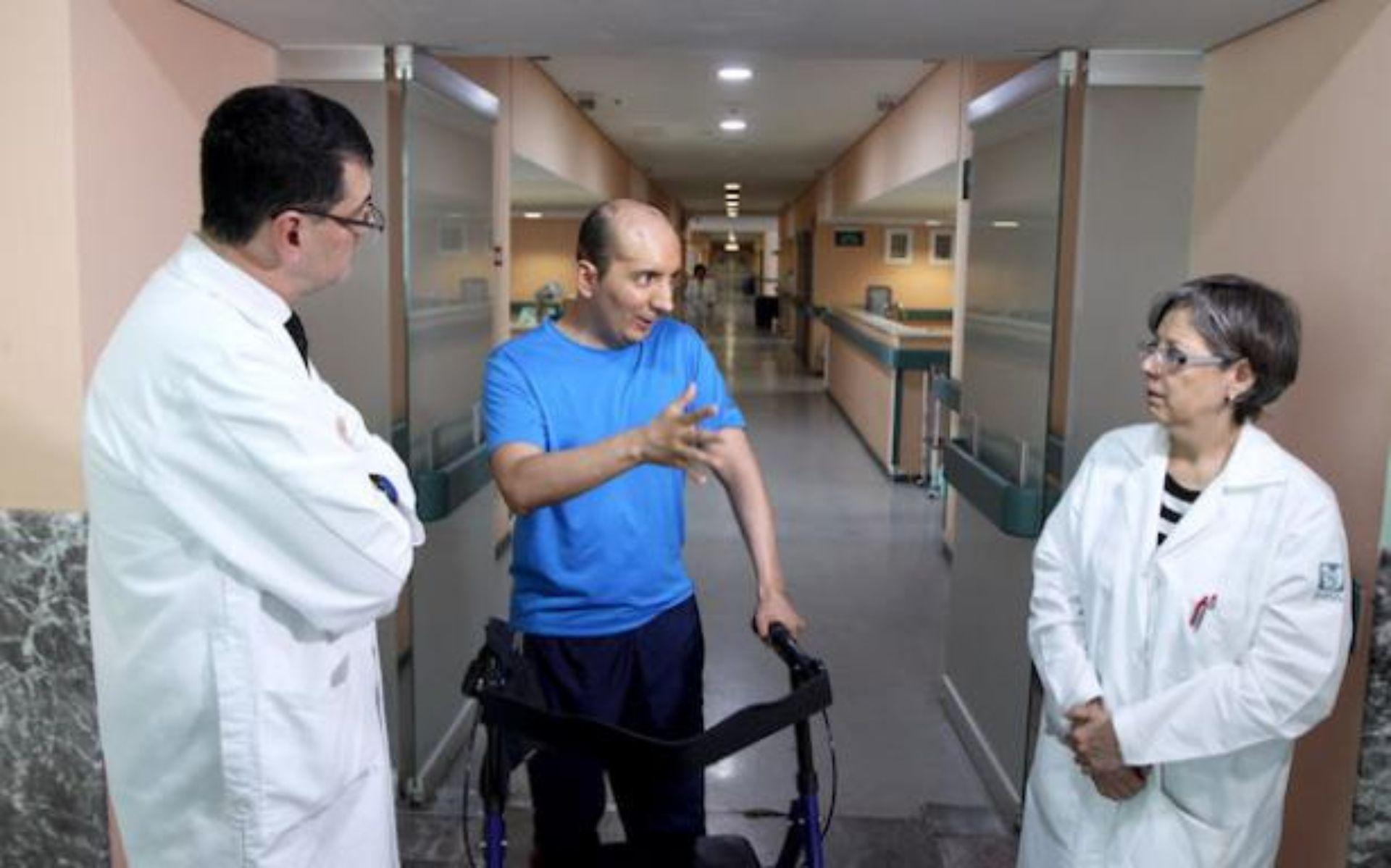 La prótesis personalizada le ha permitido al paciente recuperar sus funciones motoras y de lenguaje (Foto: IMSS)