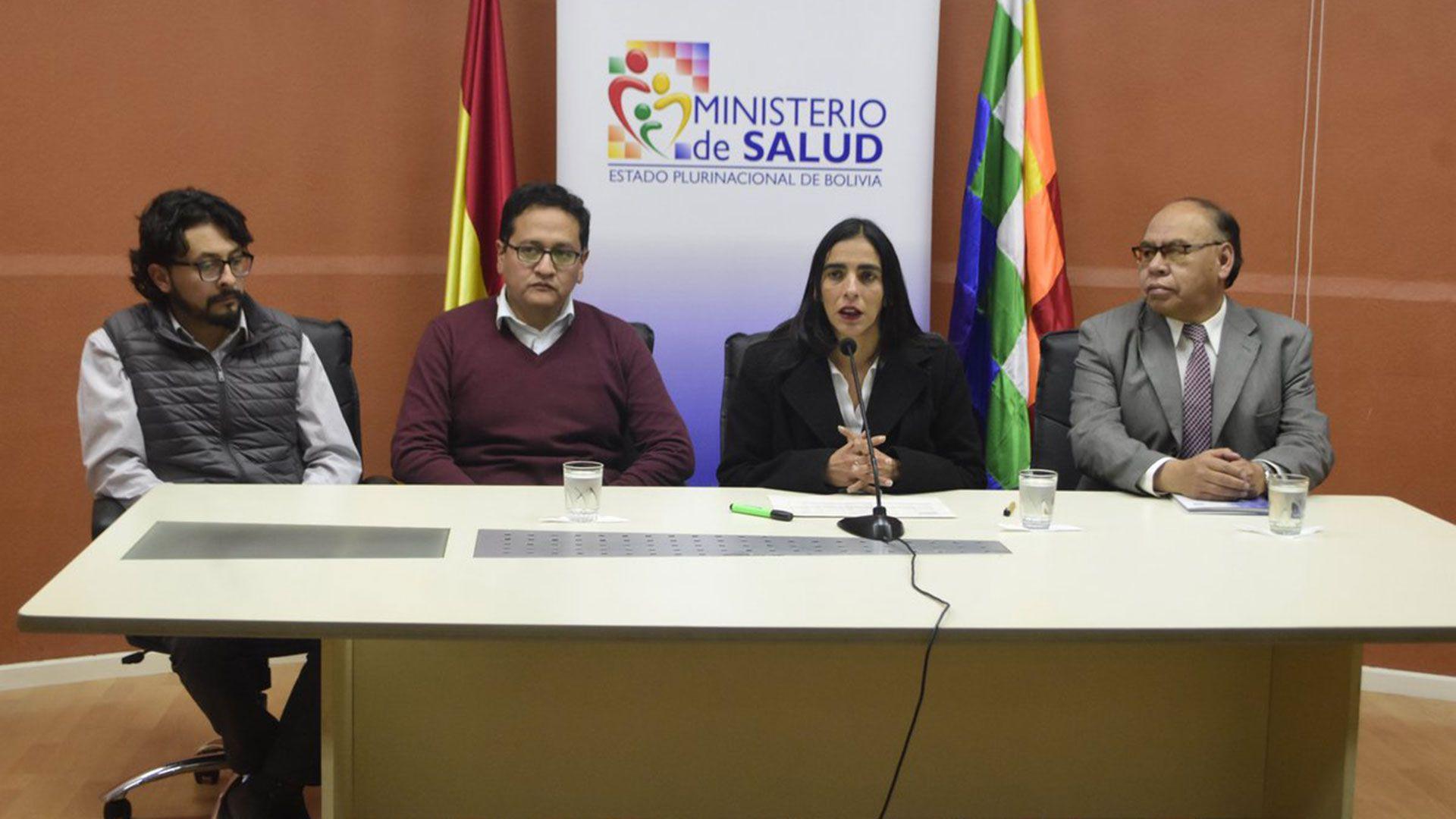 Las autoridades de Salud de Bolivia no declararon el estado de emergencia sanitaria y por eso fueron criticados. Recibieron la visita de expertos infectólogos del CDC de Estados Unidos y de Brasil para estudiar en detalle lo sucedido