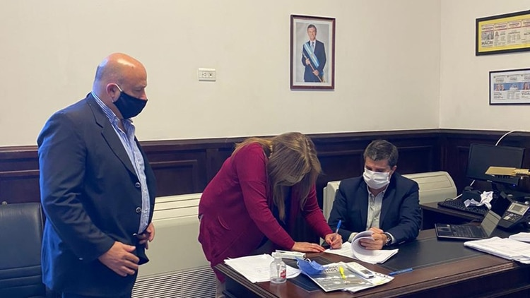 Tres de los legisladores que firmaron el pedido de jury al juez Violini