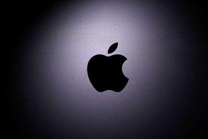 Appla retrasaría el lanzamiento del iPhone por la pandemia. (REUTERS/Dado Ruvic/Ilustración)