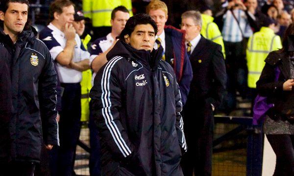 Diego Maradona como entrenador de Argentina en un amistoso frente a Escocia (EFE)