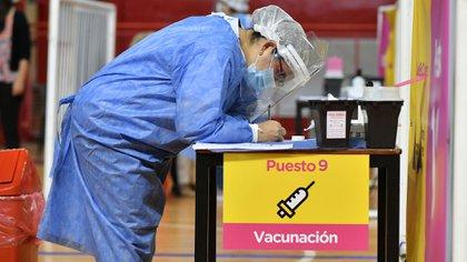 El gobierno debería traer 1,3 millones de dosis por semana para cumplir con el plan de vacunación en 4 meses