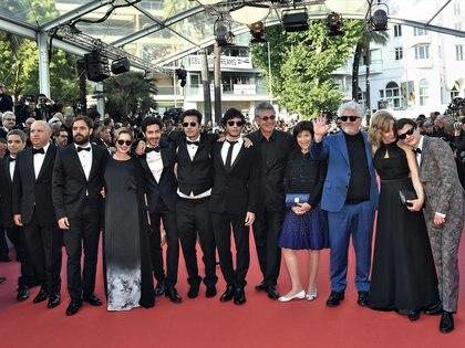 Sigman y Gold en el alfombra roja de Cannes, en 2018, con Peter Lanzani, Mercedes Morán, el Chino Darín, Sebastián y Luis Ortega, Pedro Almodóvar, Cecilia Roth y Lorenzo Ferro. Por la película El Ángel